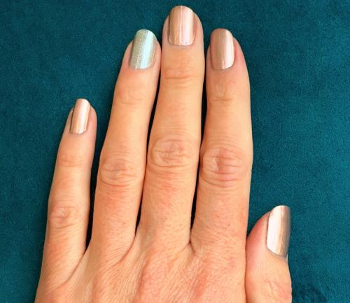 Nagellack Trends: Ringfinger andersfarbig