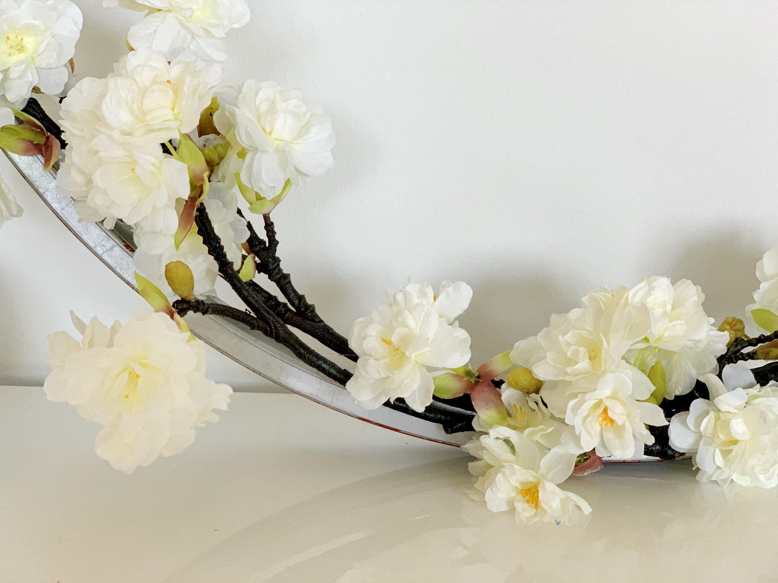 Kinderzimmerdeko Blütenkranz weiss nah