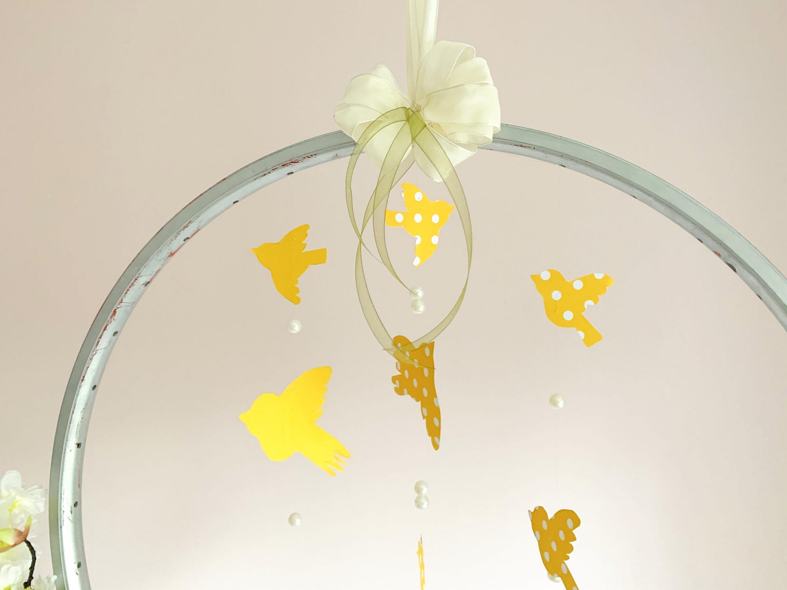 Kinderzimmerdeko Blütenkranz Vögel hängend fertig