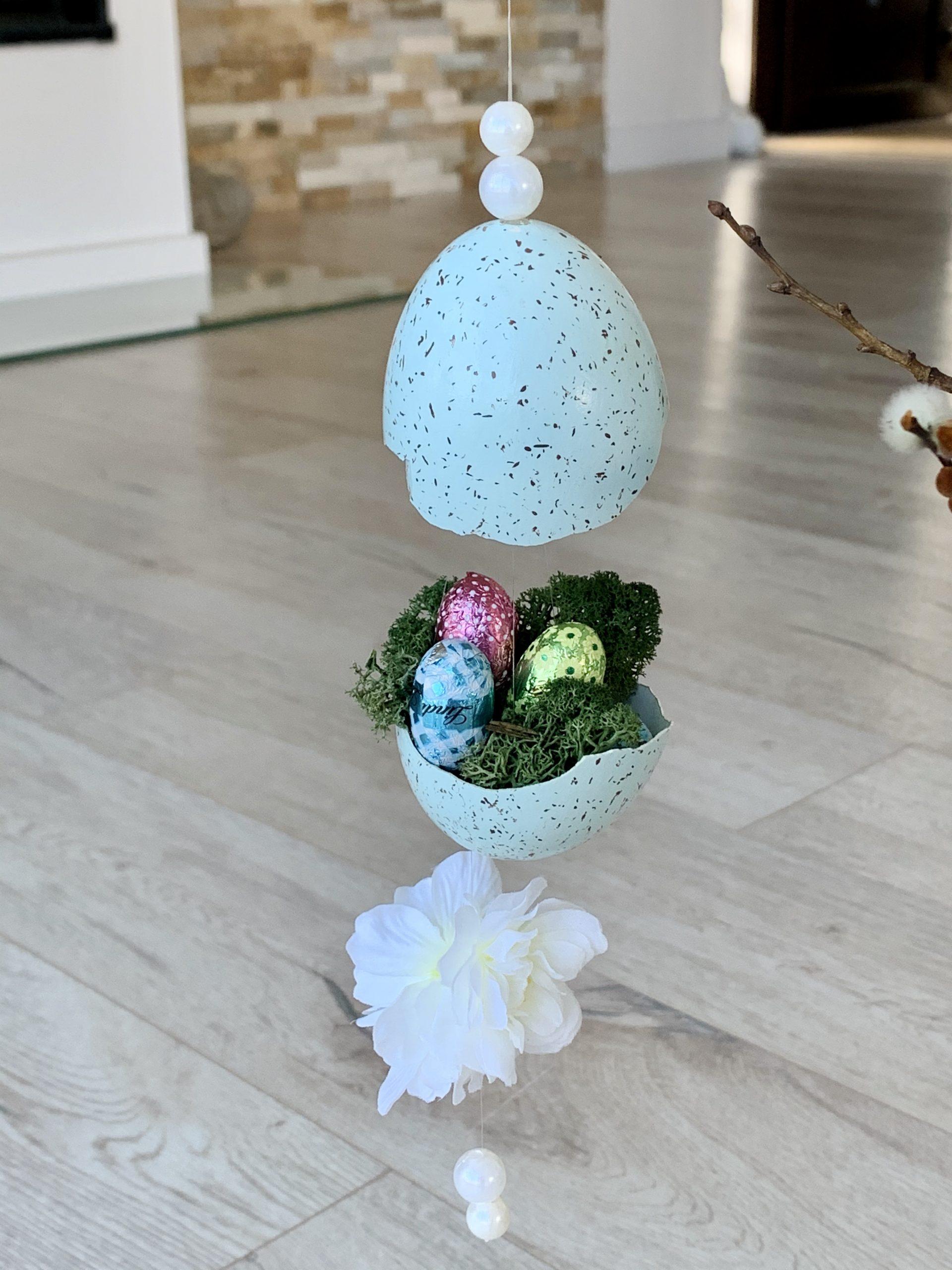 filigrane Osterdeko Ei in zwei Hälften