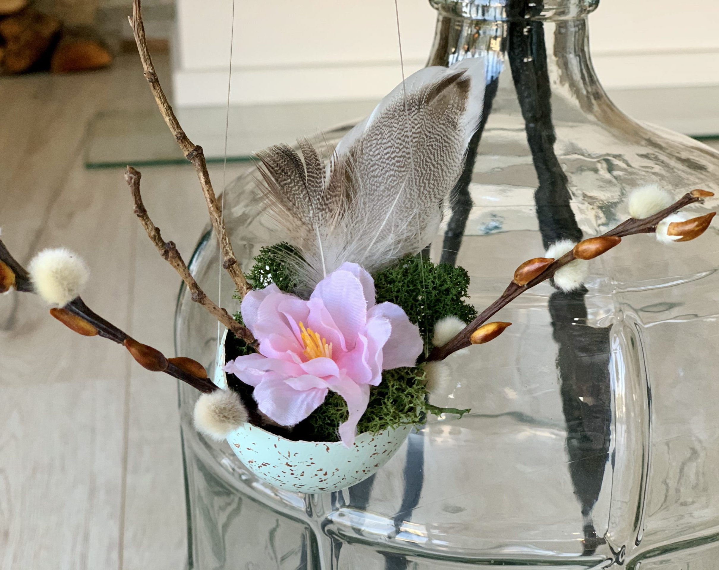 filigrane Osterdeko Gänseei mit Blume