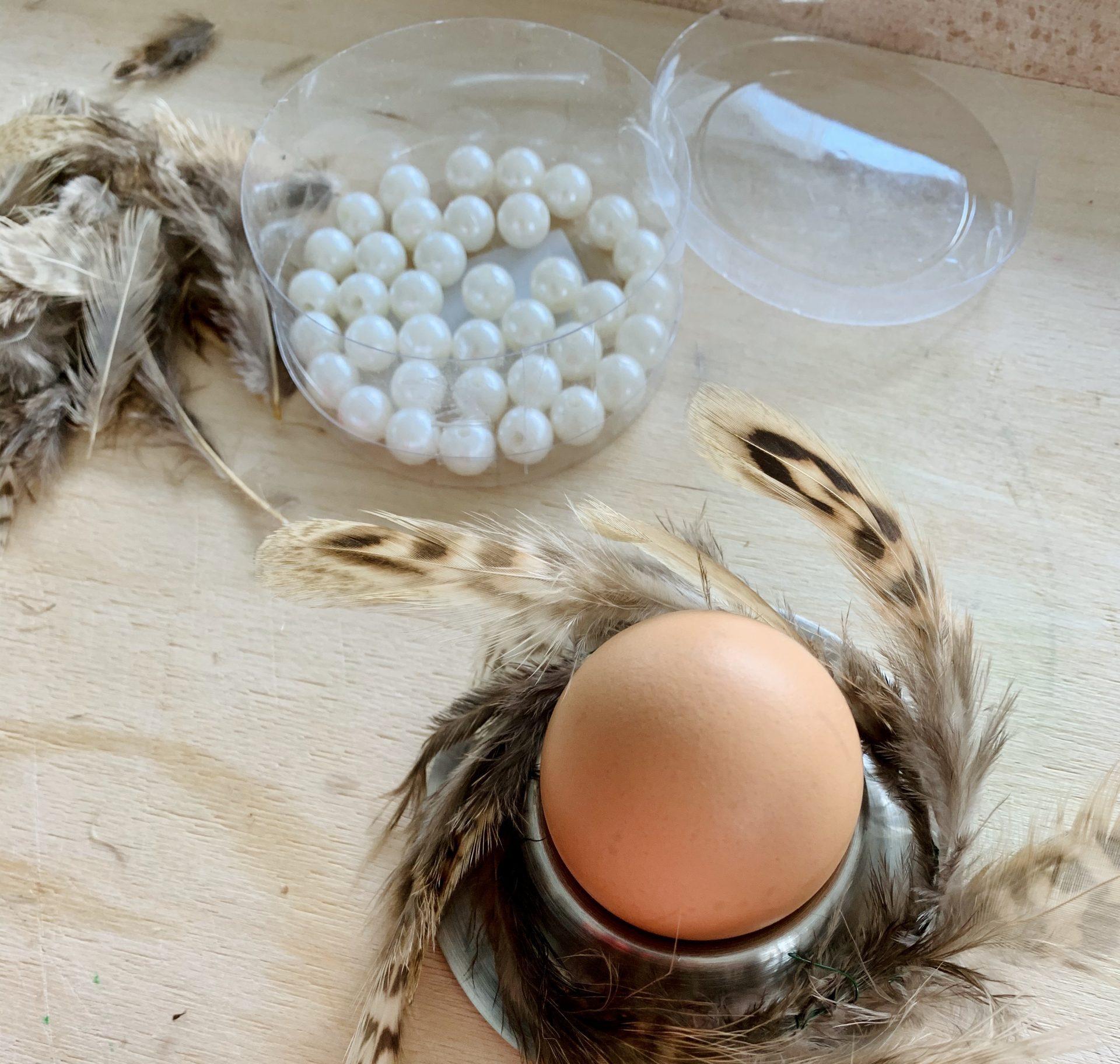 Ostereierdeko Ei mit Federkranz