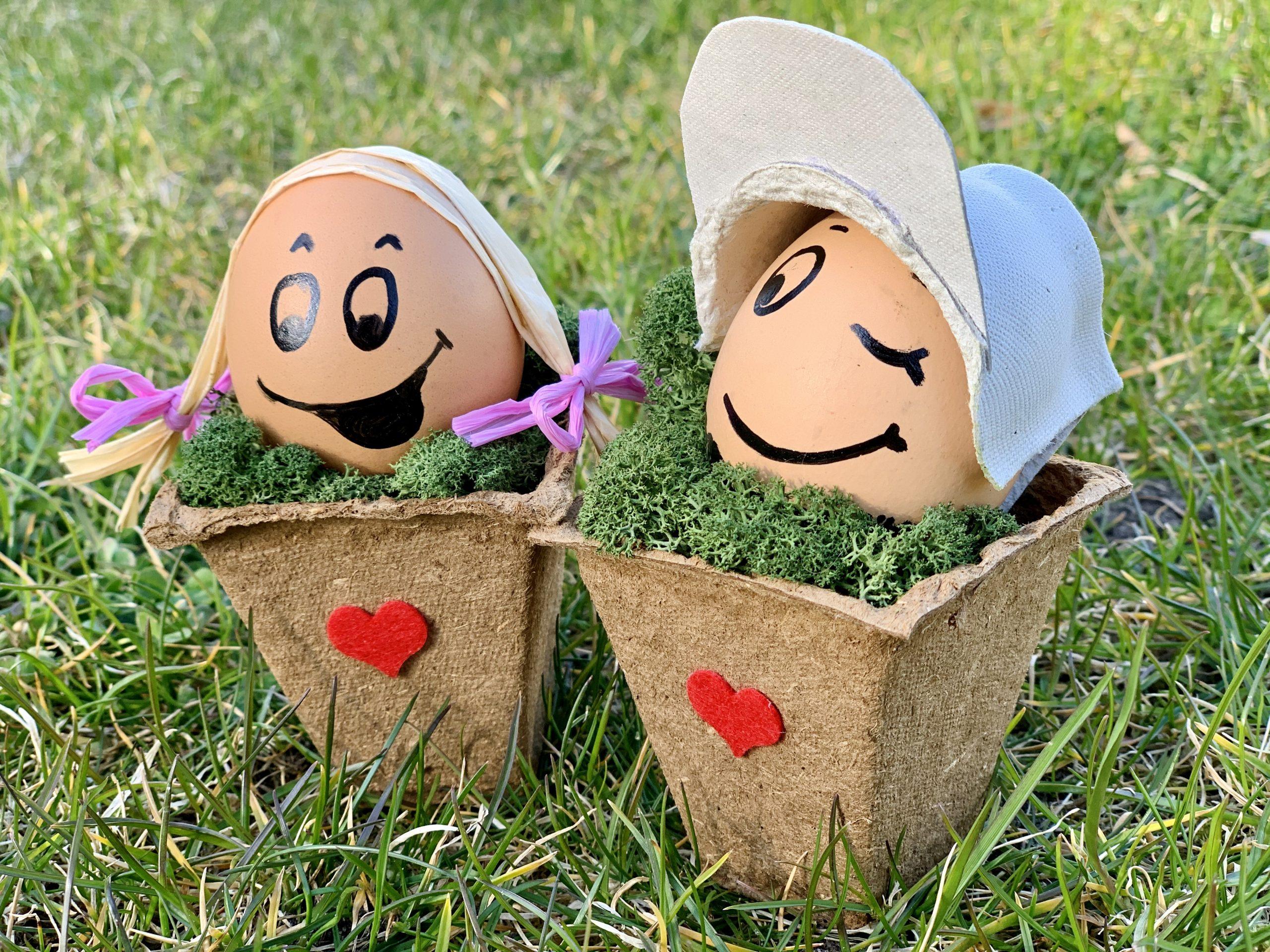 Otereierdeko zwei Eier mit Gesicht